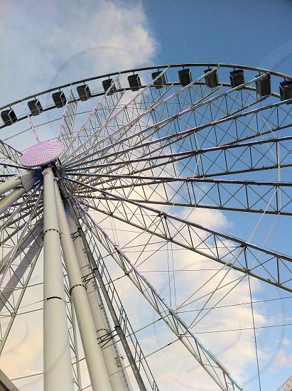 white ferris wheel photo