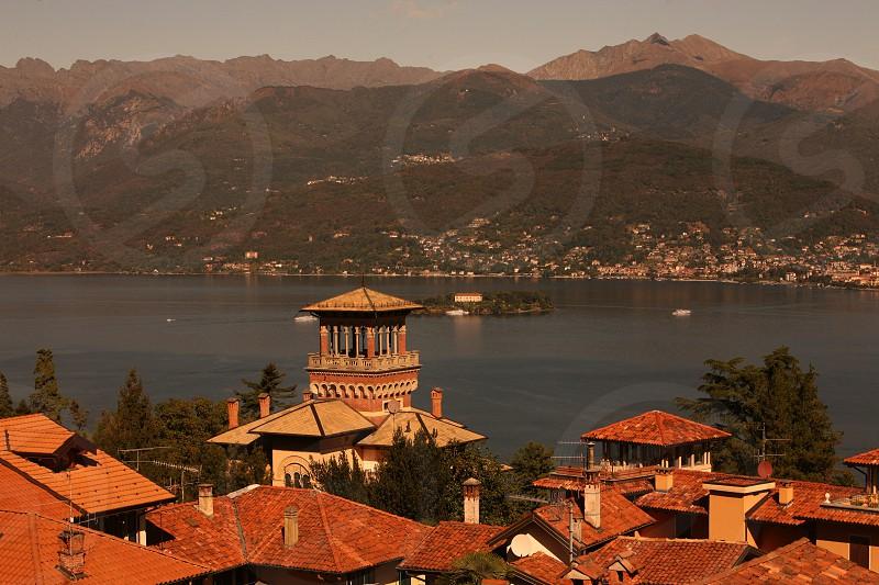 Sicht ueber die Daecher von Stresa und den Lago Maggiore im norden des Piemont im norden von Italien.  (Urs Flueeler) photo