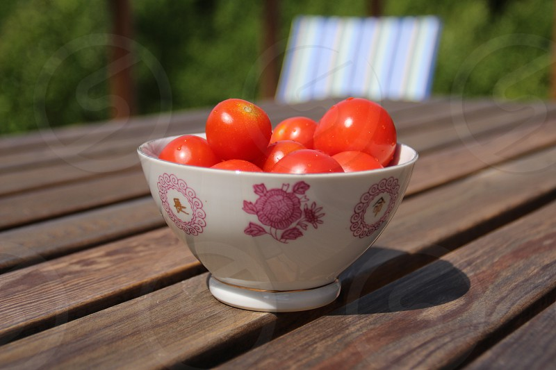 Red tomatoes in a bowl photo