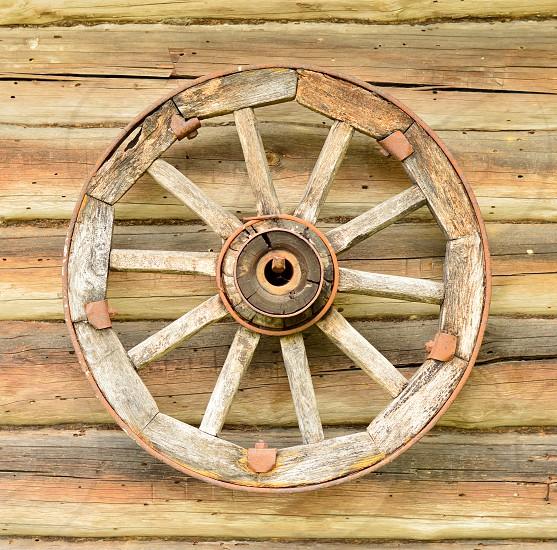 A wheel on a wall photo