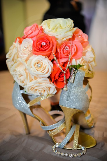 Wedding shoes necklace flowers roses close up va photographer  photo