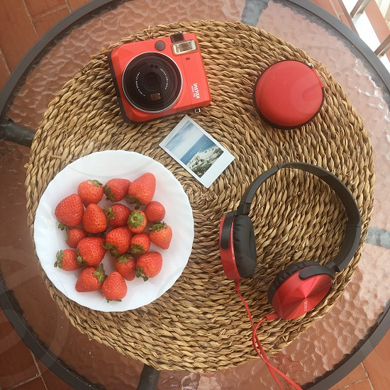 Flatlay plate red table things photo