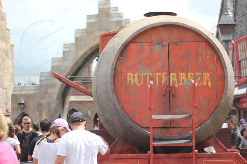 brown and red butterbeer barrel tank photo