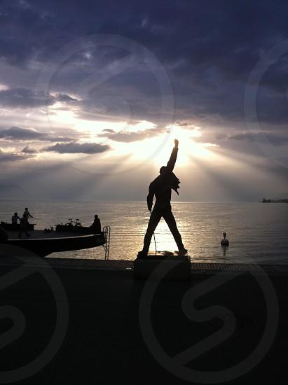 man statue photo