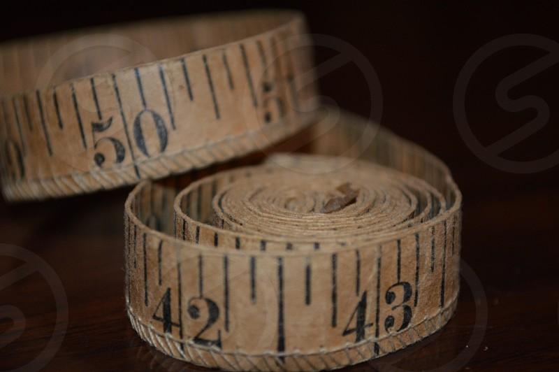 brown tape measure photo