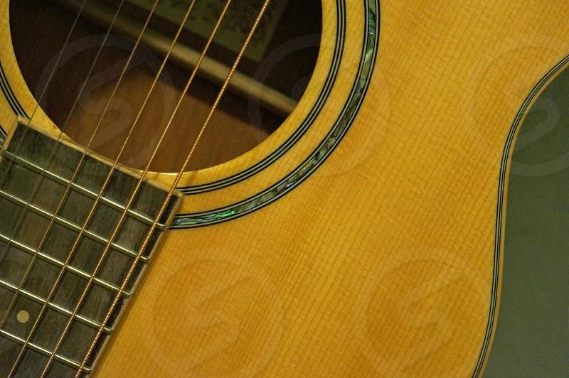closeup photo of brown acoustic guitar photo