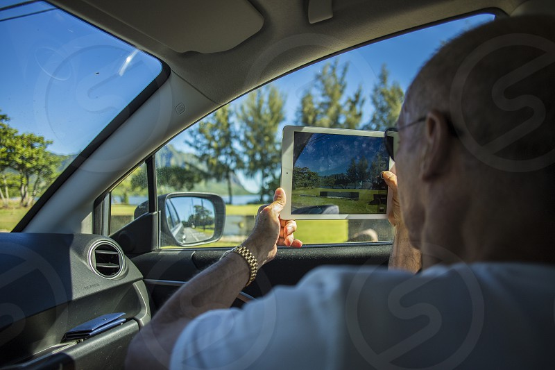 driving ipad hawaii beauty photo picture driving kaneohe kualoa tourist visitor photo
