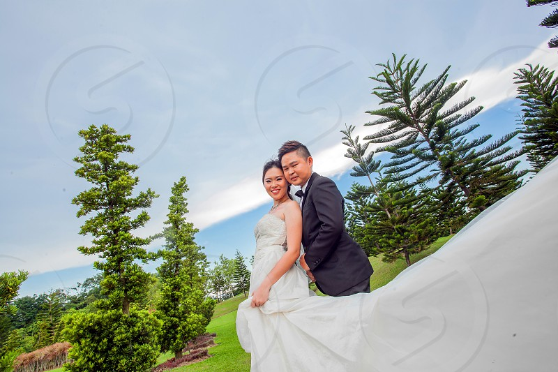 photography of a wedding couple in a garden wedding during daylight photo