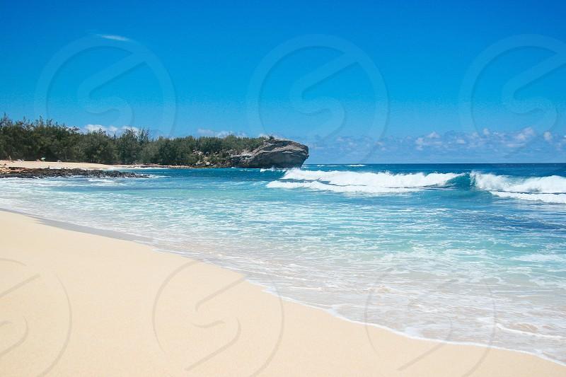 ocean waves hitting beach photo