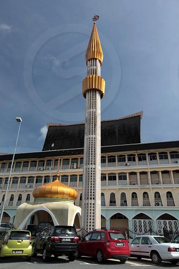 Ein Staatliches Gebaeude im Zentrum der Hauptstadt Bandar Seri Begawan im Koenigreich Brunei Darussalam auf Borneo in Suedostasien photo