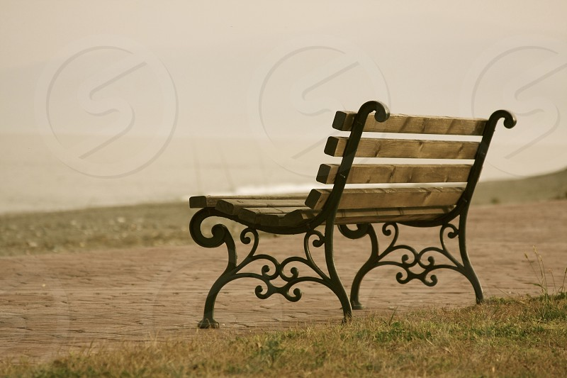 brown and black park bench photo