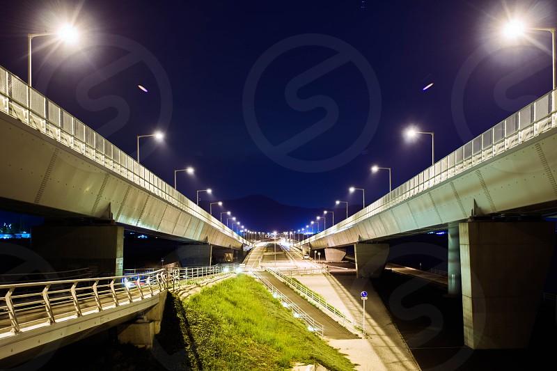white express way during nightime photo