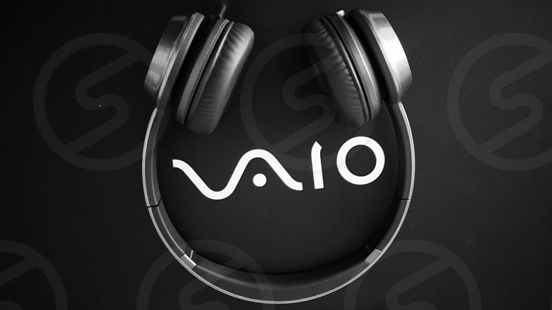 black and grey sony vaio headphones photo