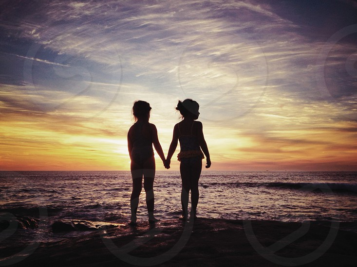 girl and boy holding hands silhouette photograpy photo
