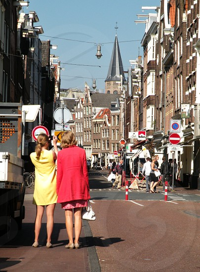 toeristen fotograferenHaarlemmerstraat Amsterdam photo