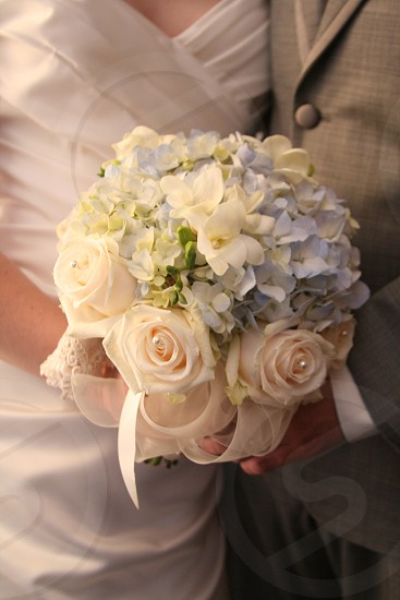 bride groom flowers blue peach photo
