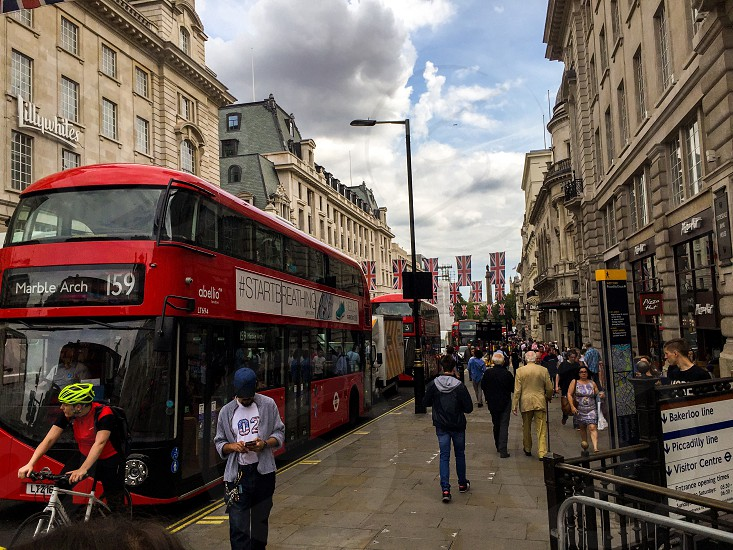 Londonpiccadilly circusdouble-decker photo