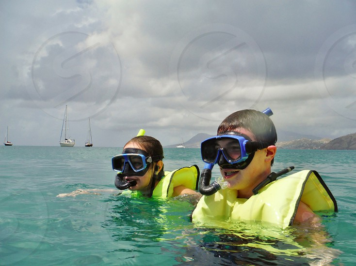 Families that snorkel together stick together photo