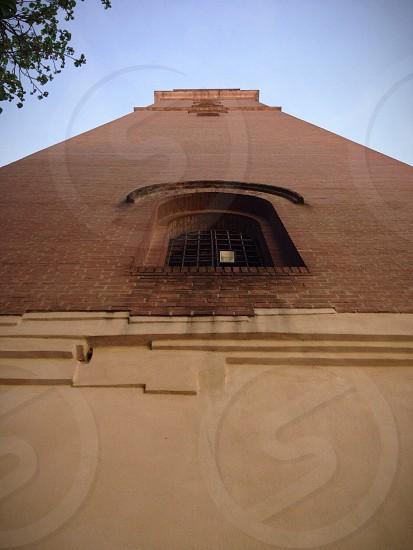 brown bricked building photo