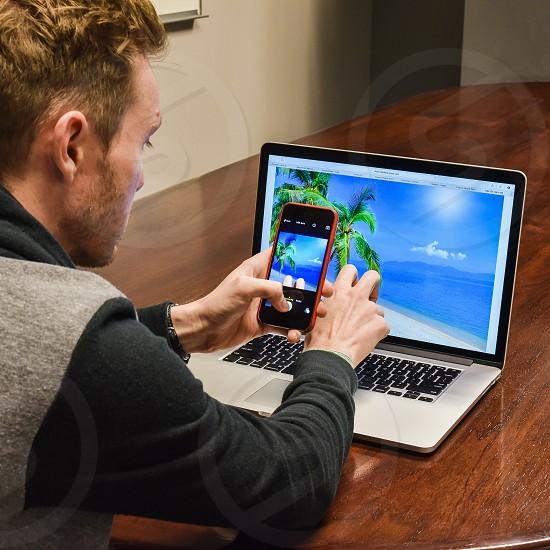 trend travel computer phone poser pretend social media vacation work photo