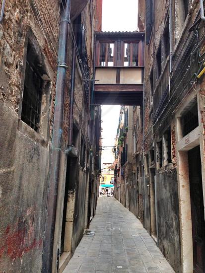 Alleyway buildings bridge alley depth photo