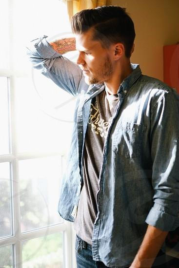 men's brown shirt photo