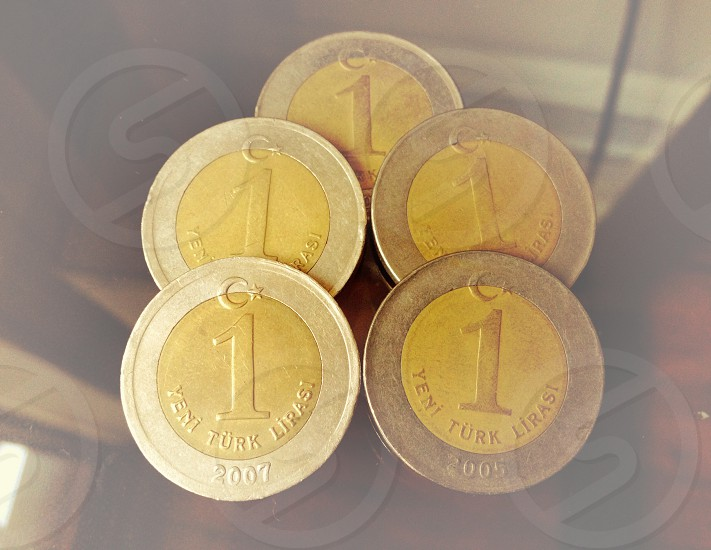 gold and silver 1 yen coins photo
