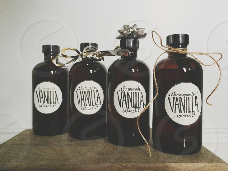 DIY vanilla extract. Perfect gift for your baking friends.  photo
