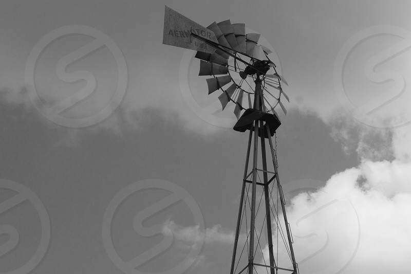 grey and black windmill photo