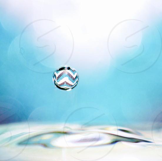 zigzag print rain drop photo