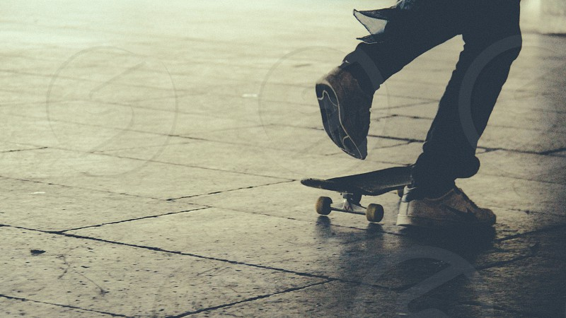 black skate board photo