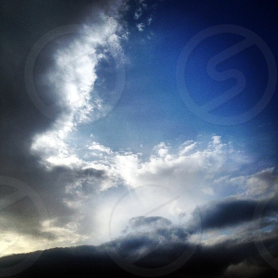 vignette photography of clouds photo