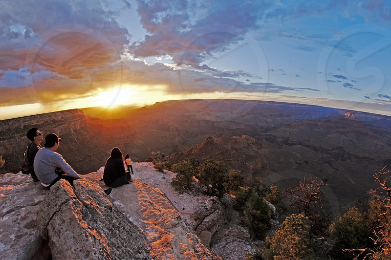 Watch the setting sun at the Grand Canyon. photo