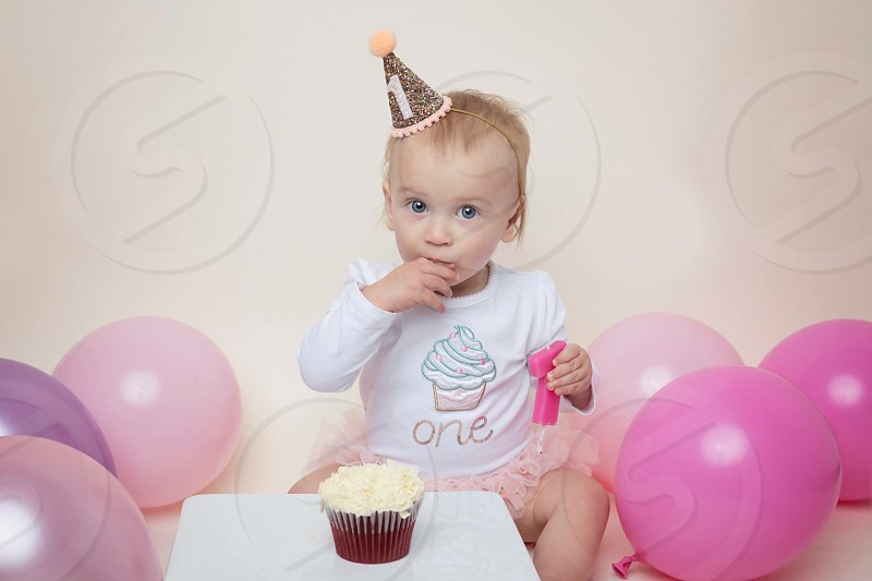 Cake birthday baby one cake smash girl toddler birthday cake  photo