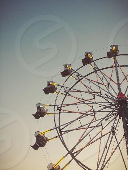 black and yellow Ferris wheel photo