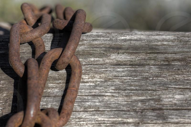 brown steel chain photo