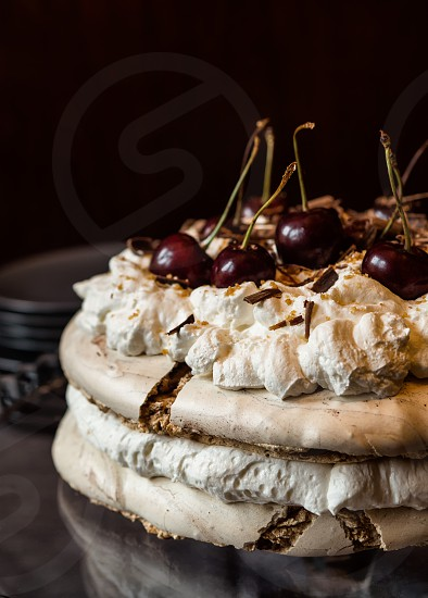 Pavlova cake with cherrys photo