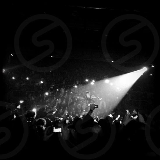 concert scene photo