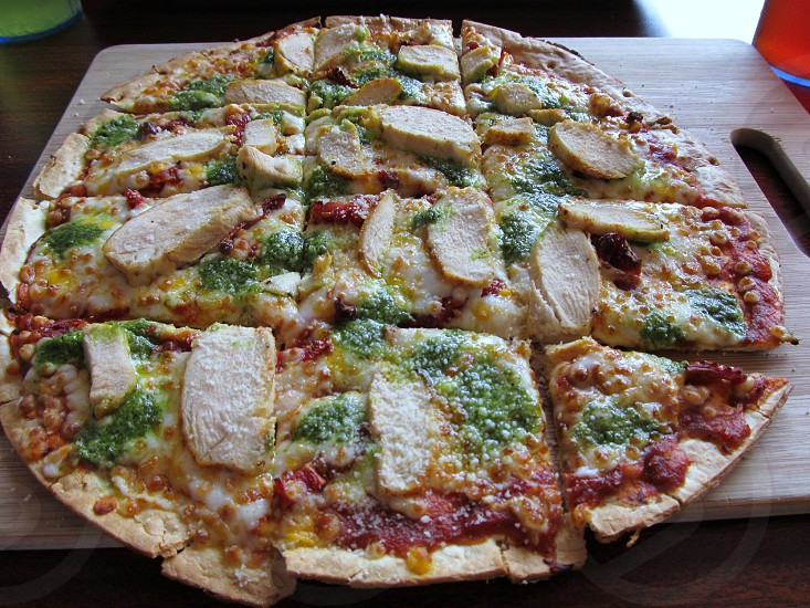 Flatbread chicken pizza with pesto photo