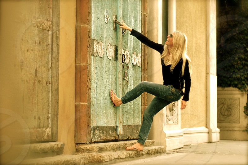 play joke fashion happiness luck woman smile fan action motion hands jump outdoor wall street downtown sun glass relaxing morning sunset blonde day music sun happy trees old fashion architecture retro castle door emotions photo