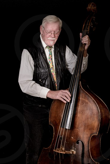 Old man plating double bass photo