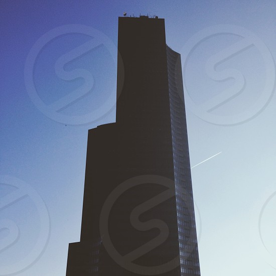 gray concrete high rise building photo