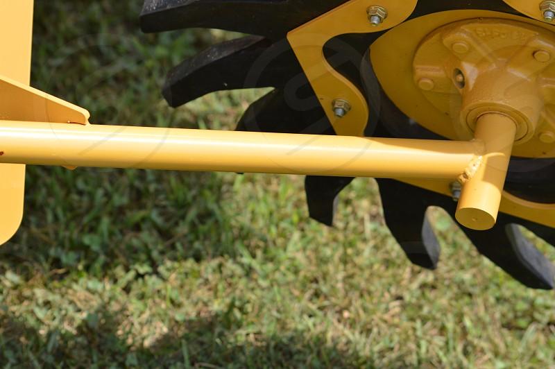 black and yellow machinery blade photo