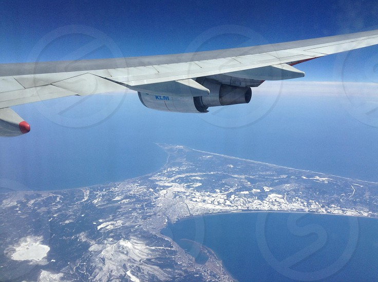 gray airplane wing photo