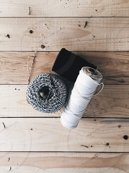 white sewing thread photo