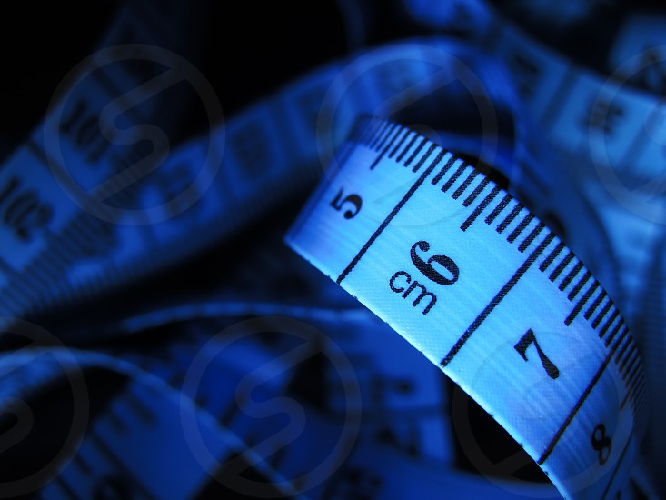 white and black measuring tape photo