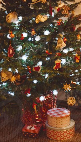 Christmas tree presentsdecorations photo