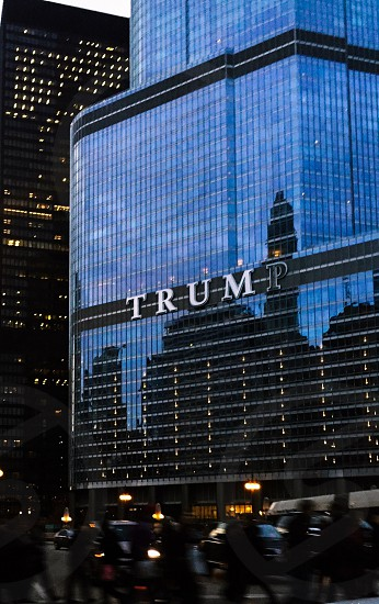 Trump tower reflecting the Chicago city photo