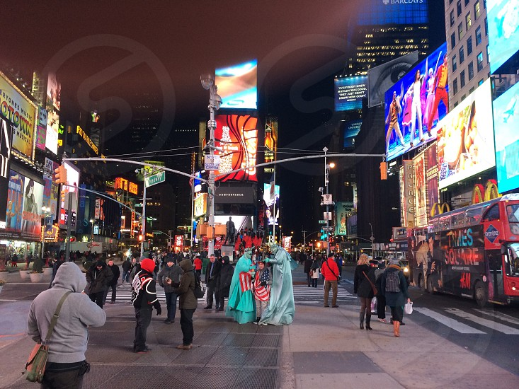Global searchTime square at nightNew York Citylots of peoplehomepage photo