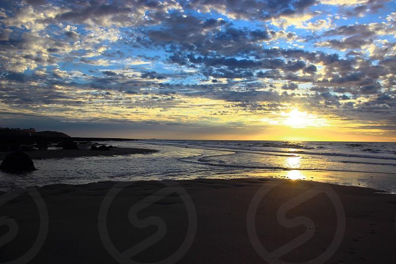 sunrise golden sun cludly beach sand rock coast atlantic ocean foam waves clouds reflection nature panorama landscape photo